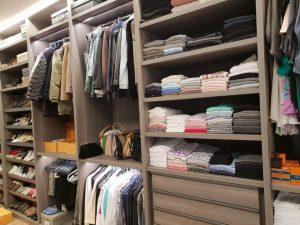 סידור ארונות בגדים מושלם לאחר מעבר דירה או ארון חדש - עוברים בסדר עם יעל