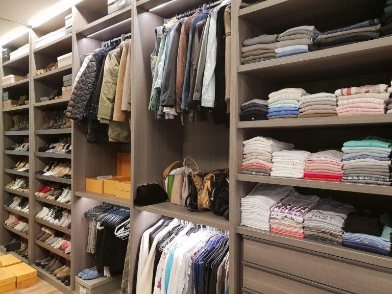 סידור לארונות הבגדים לאחר מעבר דירה - עוברים בסדר