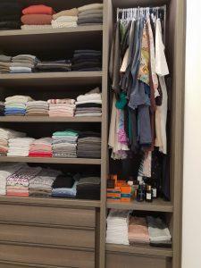 סידור ארונות בגדים לפי עונות