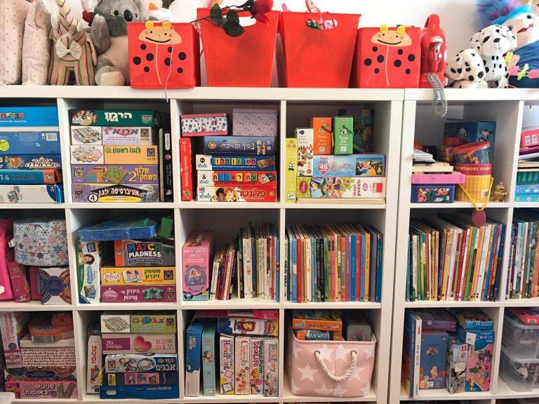 סידור ארונות ספרים וצעצועים בחדרי ילדים - עוברים בסדר עם יעל