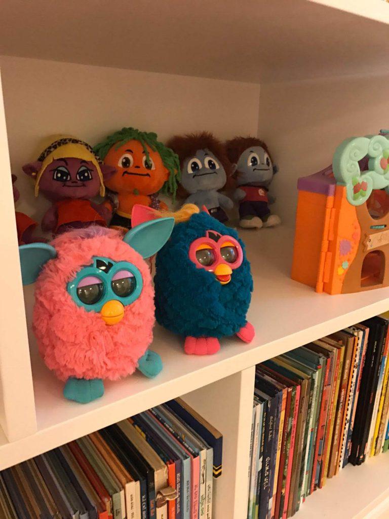 סידור צעצועים בחדר תינוקות