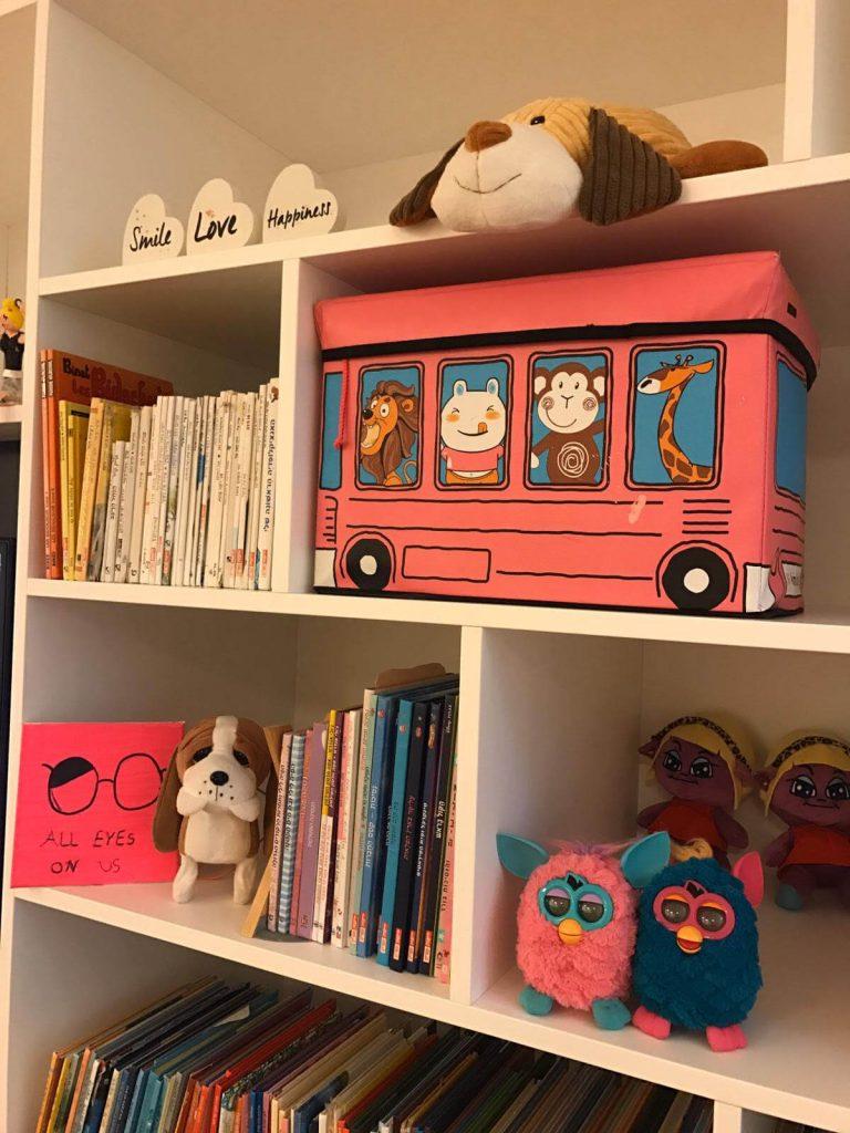 סידור ארון צעצועים בחדר ילדים במעבר דירה - עוברים בסדר