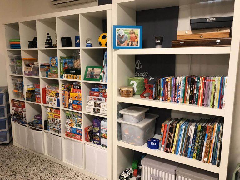 סידור ארונות כוורת לצעצועים וספרים בחדרי ילדים - עוברים בסדר עם יעל